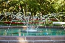 Der Kurpark in Bad Mergentheim wurde als einer der schönsten Parkanlagen in Deutschland ausgezeichnet. Der weitläufige Park bietet verschiedene Skulpturen, einen historischen Baumbestand, Rosengarten, Musikpavillon, Klang- und Gradierpavillon sowie viele weitere Attraktionen. [EOS5D Mark4 | ISO200 | f4 | 1/80s | 70mm]