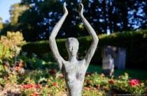 Eine Skulptur im Kurpark Bad Mergentheim von Thomas Reichstein.