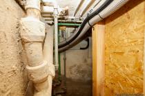 Im Pelletraum wurde die Sensorleitung für den Außentemperaturfühler in Lehrrohr und Wellrohr geführt und der vorhandene freie Ölzulaufstutzen ins Freie benutzt.