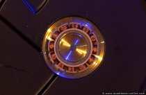 Die Spule (Antriebsmotor) der Drehachse und somit der Magnetscheiben im inneren des Gehäuses.