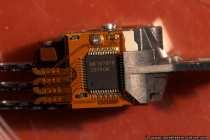 Der Signalprozessor sitzt seitlich an der Armeinheit. Am Signalprozessor führen die Leiterverbindungen von den Schreib- und Leseköpfen zusammen. Der Signalprozessor soll auch als Signalverstärker dienen, genaueres kann nur der jeweilige Hersteller der Festplatte verraten.