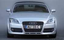 Mit dem Audi TT Roadster kann man die Sonne einfangen. Ein Auto das sich seinem Besitzer öffnet.