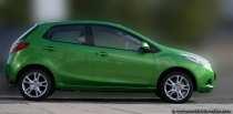 Der spritsparende und temperamentvolle Mazda2 in grün.
