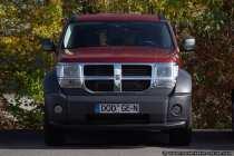 Der Dodge Nitro bringt puren Fahrspaß mit seinem 2,8 Liter Common-Rail-Dieselmotor. 177 Pferdestärke bzw. 130kW bringen die Karosserie auf die richtige Spur.