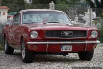 Der erste Ford Mustang wurde im April 1964 präsentiert und hält mit 680.000 verkauften Mustangs im ersten Modelljahr den Verkaufsrekord in den USA.