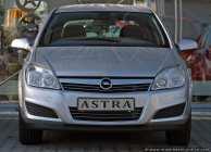 Der Opel Astra ist das Nachfolgemodell vom Opel Kadett. Die beiden Fahrzeugmodelle, Kadett und Astra, sind die meistgefertigten Fahrzeuge der Adam Opel AG.