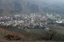 Die Ortschaft Bad Muenster am Stein ist ein heilklimatischer Kurort und ist umgeben von Wäldern, Weinbergen, Felsen und der Nahe.