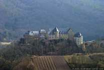 """Die Burg """"Ebernburg"""" in Rheinhessen liegt auf einer Anhöhe."""