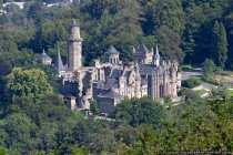 Die Löwenburg ist eine 1:2 Nachbildung einer schottischen Ritterburg, welche im Jahre 1793 im Bergpark Wilhelmshöhe erbaut wurde. Die Löwenburg wurde absichtlich als Teilruine errichtet und bietet fürstliche Aufenthalts- und Wohnräume in barockem Kunststil. Anfangs war nur ein Turm mit Nebengebäude geplant, doch im Laufe der Zeit entstand eine komplette Burganlage mit Innenhof. Durch Luftangriffe bis ins Jahr 1945 wurde die Burg schwer beschädigt. Die Löwenburg im Habichtswald wurde in der Nachkriegszeit wieder aufgebaut und beherbergt Waffen und Rüstungen, welche bei einer Führung besichtigt werden können.