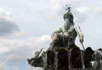 Neptun mit Dreizack. Zwischen dem roten Rathaus und der Marienkirche ist der Neptunbrunnen von Berlin zu finden