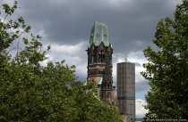 Die Ruine des Westturms der Kaiser-Wilhelm-Gedächtniskirche ist 63m hoch.