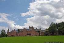 Das englische Schloss Waldleiningen, welches als Klinik fungiert, liegt im badischen Odenwald zwischen den Ländergrenzen Hessen und Bayern in einem großen Parkgrundstück. Das Schloss, welches durch englische Anregungen erbaut wurde, war ursprünglich für Jagdaufenthalte bestimmt. Im Wandel der Zeit wurde das Jagdschloss zu einem Wohnsitz und Residenzschloss.