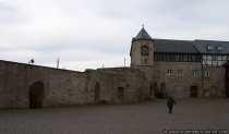 Burgmauer und Pulverturm von Schloss Waldeck - Zu sehen vom Innenhof.