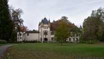 Schloss Götzenburg in Jagsthausen wurde nach Götz von Berlichingen benannt. Seit 1950 finden auf der Burg Freilichtspiele statt.