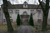 Schloss in 97980 Wachbach bei Bad Mergentheim - Das Adelsheimer Schloss in Wachbach, errichtet durch die Herren von Adelsheim. Ein sehr schönes Schloss aus dem 16. Jahrhundert, dass bei näherem Betrachten so aussieht, als würde es langsam vor sich hinrotten.