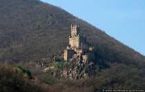 Burg Sooneck, auch als Saneck und Soneck bekannt, liegt am Steilhang des Soonwaldes und wurde zirka im 11. Jahrhundert erbaut. Die Burg ist heute im Besitz der staatlichen Schlösserverwaltung Rheinland-Pfalz und kann im Rahmen von Führungen besichtigt werden.
