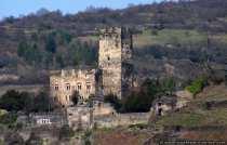 Die Burg Gutenfels bei Kaub wurde urkundlich im Jahre 1257 erwähnt, wobei diese sich im Besitz der Familie der Frankensteiner befand. Burg Gutenfels ist eine staufische Wehr- und Wohnanlage und bekam ihren Namen durch eine erfolglose Belagerung im Jahre 1504 durch den Landgraf Wilhelm von Hessen.