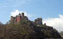 Die Schönburg am Rhein wurde im 12. Jahrhundert erbaut. Die Burganlage wurde von mehreren Familien bewohnt und verwaltet, was im 13. Jahrhundert zum Ausbau der Burg führte. Die Burg wurde 1689 zerstört, wie die meisten Burgen im Oberen Mittelrhein. 1885-1901 wurde sie wieder teilweise aufgebaut. Die Stadt Oberwesel kaufte die Schoenburg im Jahre 1950 und weitere Ausbauten folgten.