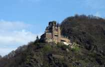 Der ursprüngliche Name war Burg Neukatzenelnbogen, welche im späten 13. Jahrhundert erbaut wurde und durch den Volksmund auf Burg Katz verkürzte. Die Burg liegt direkt neben dem berüchtigten Loreley-Felsen.