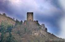 Burg Gutenfels wurde im Jahre 1277 kurpfälzisch. Unterhalb der Burg liegt die Stadt Kaub.