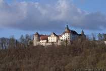 Das Renaissanceschloss Langenburg liegt im gleichnamigen und staatlich anerkannten Luftkurort Langenburg. Von der Ortschaft hat man einen herrlichen Ausblick über das Jagsttal. Die historische Altstadt Langenburg und das Schloss liegen auf einem Bergrücken, von welchem man einen herrlichen Blick in das Jagsttal hat. Schloss Langenburg, ein Renaissance-Schloss mit barockem Schlossgarten, wurde im 17. Jahrhundert zu einem Residenzschloss ausgebaut. Schloss Langenburg - Langenburg wurde im Jahre 1226 urkundlich erwähnt und ist heute ein staatlich anerkannter Luftkurort.