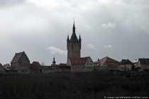 Die Staufer- und Kurstadt Bad Wimpfen am Neckar liegt in Baden-Württemberg und war von 1803 bis zum Jahre 1945 politisch und räumlich an Hessen gebunden. Bis heute ist die Zugehörigkeit der ehemaligen freien Reichsstadt nicht geklärt. Die historische Altstadt in Bad Wimpfen, die seit 1976 durch ein Sanierungsprogramm erhalten werden konnte, ist vollständig denkmalgeschützt. Weitere Sanierungsarbeiten sind seit der Rezession der 90er Jahre meistens nur noch privat. Das Wichtige Baudenkmal ist die staufische Kaiserpfalz (Palast, burgähnlicher Stützpunkt), welcher im 13. Jahrhundert erbaut wurde. Von der Kaiserpfalz sind noch zahlreiche Einzelbauten erhalten.