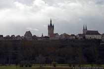 Das Wahrzeichen der Kaiserpfalz Bad Wimpfen ist der Blaue Turm, der Bergfried der Pfalz. Der ursprünglich ungedeckte Wehrturm bekam nach dem Brand im Jahre 1674 eine barocke Haube, nach einem erneutem Brand 1848 erhielt er seinen bläulichen Schiefer, der auch nach dem Brand im Jahre 1984 wiederhergestellt wurde.