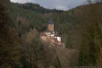 Vermutlich entstand im 14. Jahrhundert aus einer Fischereisiedlung am Fuße der 'Veste Twingeberg' die Ortschaft Zwingenberg am Neckar.