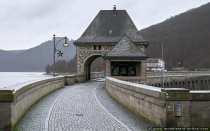 Die Edertalsperre wurde durch den Ausbruch des ersten Weltkriegs am 1. August 1914 nie eingeweiht. Im Jahre 2014 wurde die Edertalsperre 100 Jahre alt.