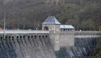 Die Talsperre reguliert die Wasserbereitstellung für die Bundeswasserstrassen Oberweser und Mittellandkanal. Die Talsperre hat eine Höhe von 47 Meter und die Baukosten betrugen zirka 25 Millionen Goldmark.