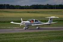 Dieselflugzeug D-EQAI beim Startvorgang fuer einen Rundflug