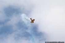 Faszinierende Flugkuenste mit einem Doppeldecker