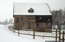 Das Fachwerk- und Bauernhaus wurde laut Inschrift und laut Bauholzuntersuchung im Jahre 1687 erbaut.