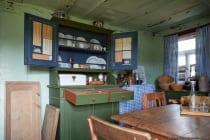 Das Esszimmer mit Küche im Wohn- und Bauernhaus von 1789.