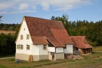 Das Bauernhaus aus Bofsheim wird im Zustand von 1890 gezeigt und wurde im Odenwälder Freilandmuseum ab 1990 wiederaufgebaut. Der Landwirt Johann Adam Geiger, welcher das Haus 1777 umgestaltete, übernahm von seinem Vater Johann Andreas Geiger den Vorgängerbau.