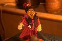 Die Hexe findet im Oktober ihr zu Hause in einem Blumentopf.