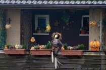 Ein Halloweenbalkon in der Gemeinde Wallduern.