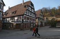 Von links: Um 1520 erbautes Gesindehaus fuer die Bediensteten und dahinter die Speisemeisterei