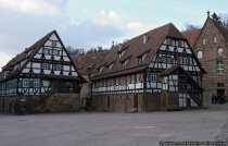 Haberkasten (Speicher fuer Hafer und Gerste). Nebenan die Klosterbaeckerei (Pfisterei).