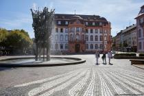Vom Balkon des Osteiner Hof, erbaut von 1747 bis 1752, wird alljährlich um 11:11 Uhr die Mainzer Fastnacht ausgerufen.
