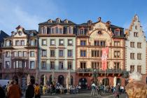 Vom Jahre 1979 bis 1991 wurden die Nachkriegsbauten am nördlichen Marktplatz nach den Vorkriegsbauten so rekonstruiert, dass das historische Fassadenbild wieder erstrahlte. Die wiederhergestellten Marktfassaden wurden schnell zu einem beliebten Postkartenmotiv.