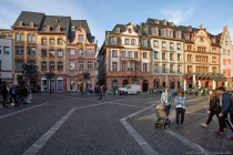 Der Markt in Mainz ist der größte der vier Plätze rund um den Mainzer Dom. Es ist ein sehr beliebter und gutbesuchter Platz mit Blick auf den Mainzer Dom, auf die historischen Marktfassaden und auf die Heunensäule, welche den Mittelpunkt des Marktplatzes kennzeichnet. Auf dem Markt findet von Januar bis November dienstags, freitags und samstags von 7-14 Uhr der Mainzer Wochenmarkt statt.