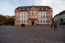Mainz ist geprägt von imposanten Bauwerken und der kurfürstliche Bau vom Osteiner Hof ist nur ein architektonisches Highlight.