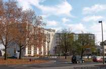 Das Hilton Hotel in Mainz bietet einen herrlichen Ausblick, da es direkt an der Rheinpromenade liegt.
