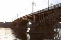 Die Theodor Heuss Brücke verbindet Rheinland-Pfalz und Hessen