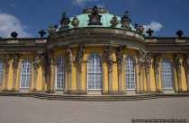 Der Grundstein für die Entstehung des Schlossparks Sanssouci legte der preußische König Friedrich der Große (1712-1786) als er im August im Jahre 1744 eine Weinbergkultivierung am Südhang des Bornstedter Höhenzugs anordnete.