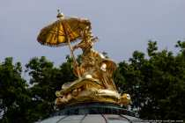 Vergoldete Skulptur auf dem chinesischen Pavillon im Park Sanssouci