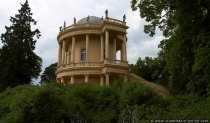 Das Gebäude Belvedere wurde zeitgleich mit dem chinesischen Drachenhaus errichtet und fertiggestellt. Belvedere diente Friedrich dem Großen als Entspannungs- und Aussichtsgebäude mit beruhigenden und beeindruckenden Blick auf den Park Sanssouci und das Umland.