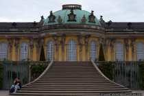 Das Schloß Sans Souci bietet originale Raumausstattungen aus dem 18. Jahrhundert und gehört seit 1990 mit weitläufigem Schlosspark als Weltkulturerbe unter dem Schutz der Unesco.