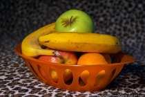 Bananen, Aepfel und Mandarinen in einer Obstschale